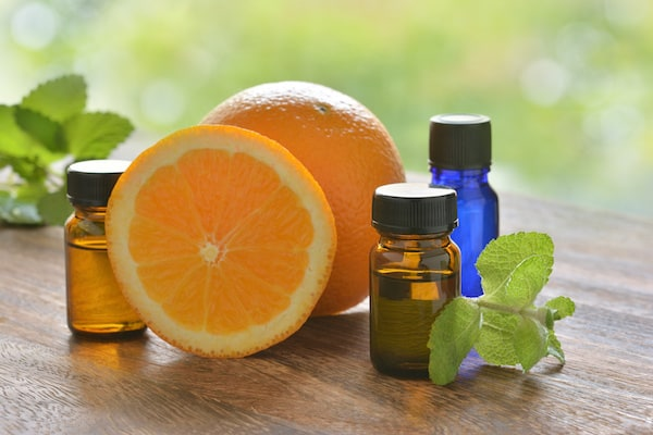 Homemade Wild Orange Essential Oil Window and Glass Cleaner